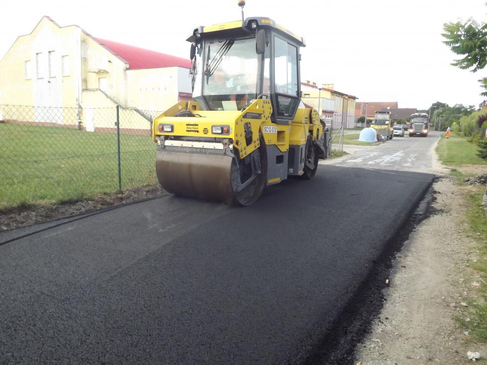 Trwa budowa drogi Gniechowice – Stary Dwór – etap II