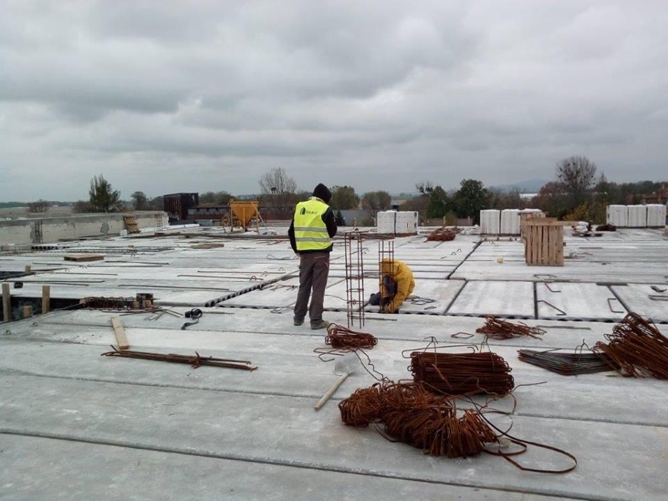 Trwa budowa szkoły wSadkowie