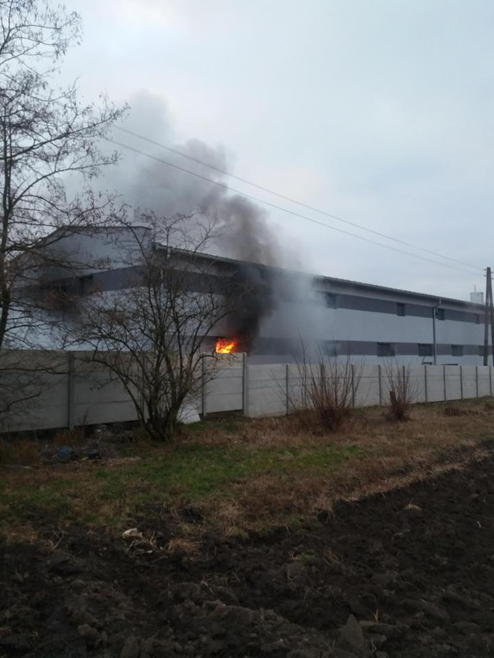 Pożar hali przemysłowej