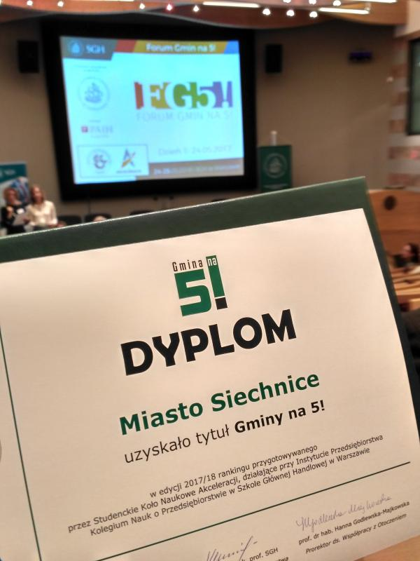 """Gmina Siechnice otrzymała ogólnopolską nagrodę """"Gmina na 5!"""""""