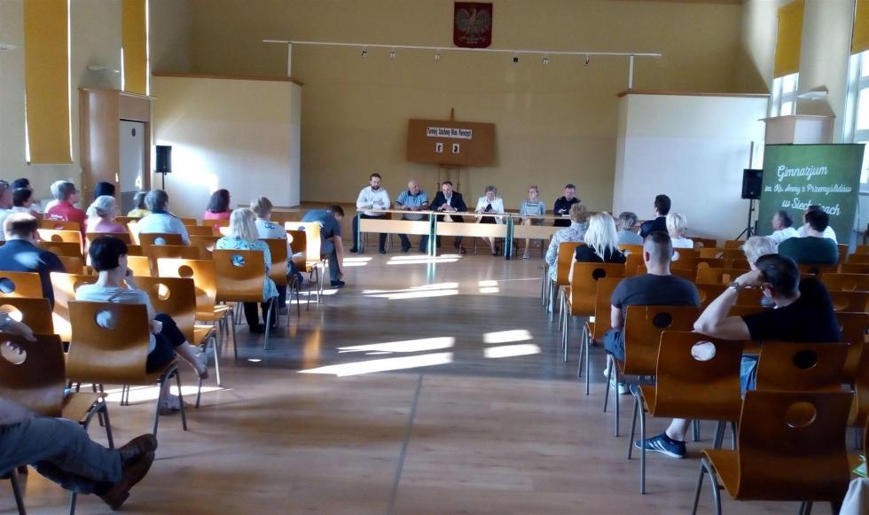 Spotkanie Policji iwładz Siechnic zmieszkańcami