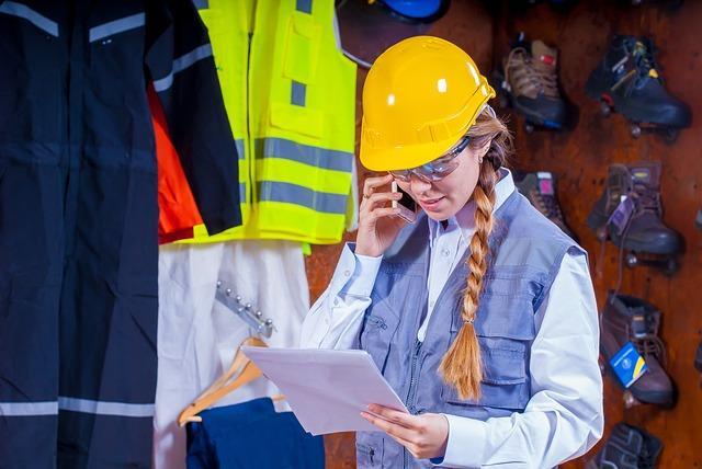 Szkolenia BHP dla pracowników fizycznych, biurowych, kadry kierowniczej – jak często, co trzeba wiedzieć?