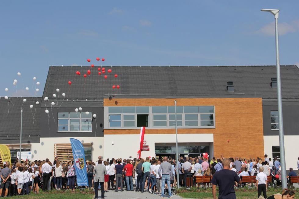 Nowoczesna szkoła wDobrzykowicach otwarta