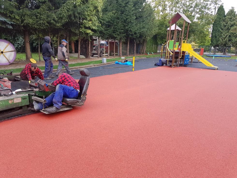 Przebudowa przedszkolnego placu zabaw wŻórawinie