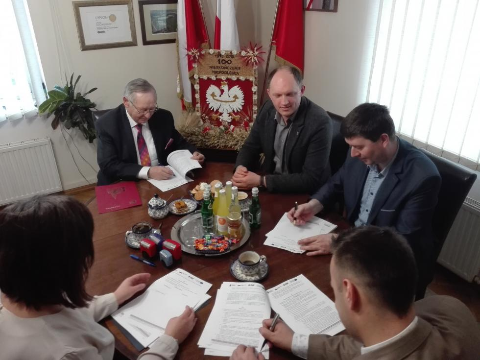 Podpisano umowę na budowę kanalizacji wMędłowie iRzeplinie
