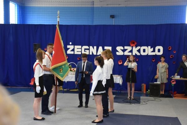 Nagrody izakończenie roku szkolnego wŻórawińskiej SP