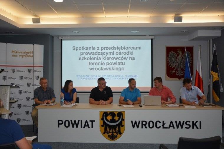 Spotkanie zprzedsiębiorcami prowadzącymi ośrodki szkolenia kierowców