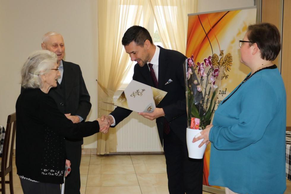 Uroczystość wręczenia medali za długoletnie pożycie małżeńskie