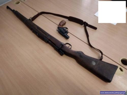Policjanci zabezpieczyli nielegalną broń iamunicję