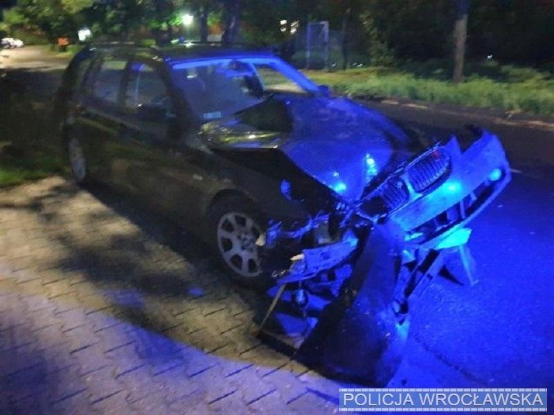 Powiedział policjantom, że to żona prowadziła pojazd