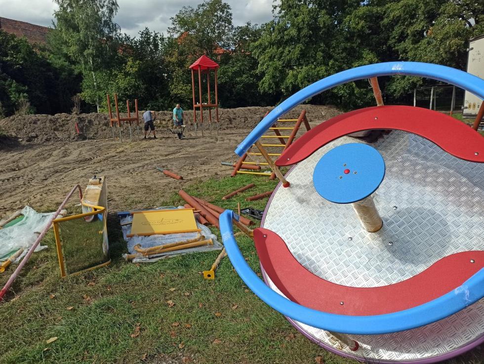 Rozrywka dla najmłodszych – nowe place zabaw dla uczniów