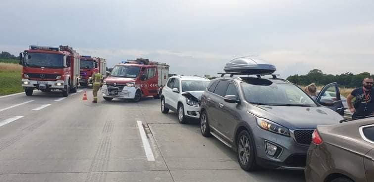 Zderzenie pięciu samochodów osobowych
