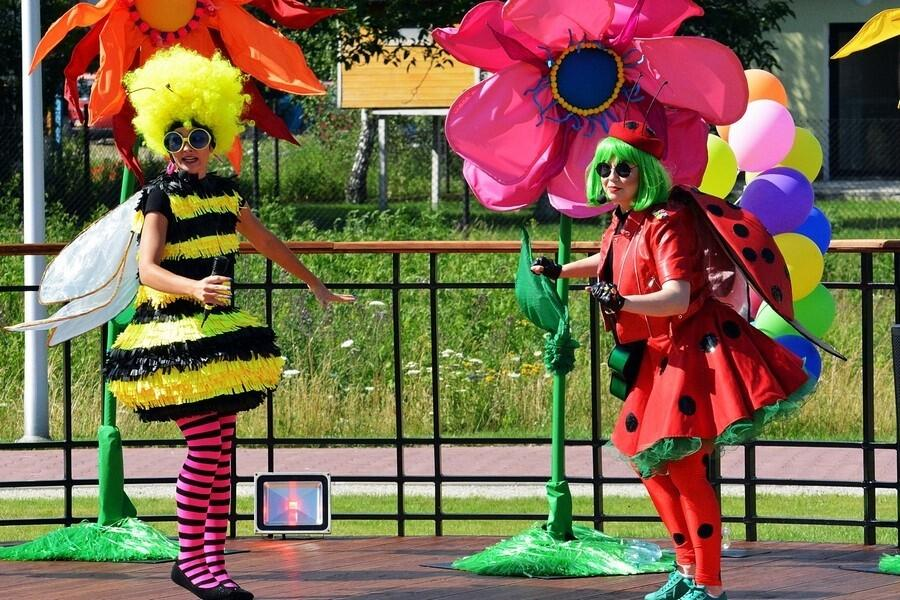 Piknik rodzinny: zakręcony spektakl imoc atrakcji dla dzieci